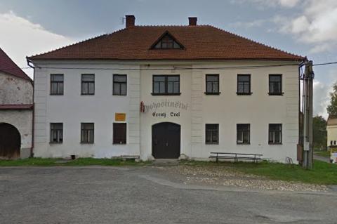pohostinství Černý Orel, které dle dostupných údajů vlastní pan Rudolf Svoboda.